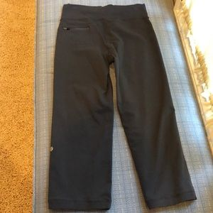 Wide legged lulu capri in gray